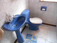 Bathroom 1 - 5 square meters of property in Hartenbos