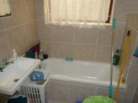 Main Bathroom - 5 square meters of property in Summer Greens