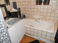 Main Bathroom - 6 square meters of property in Port Elizabeth Central