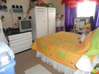 Bed Room 1 - 15 square meters of property in Ormonde