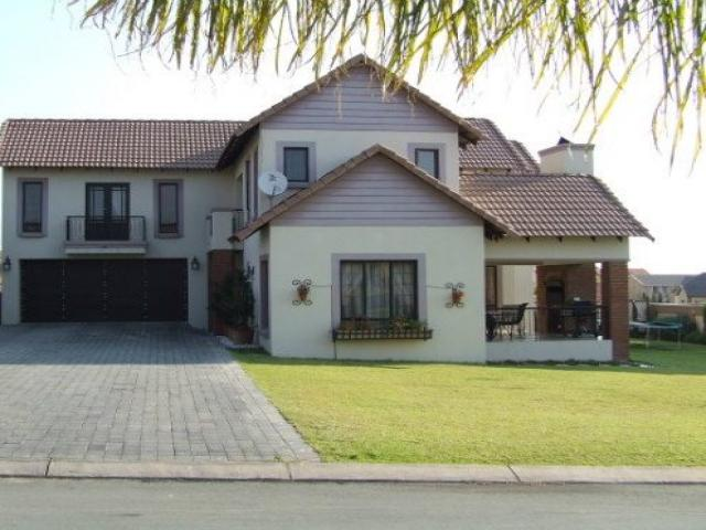 3 Bedroom House for Sale For Sale in Kosmosdal - Private Sale - MR093450