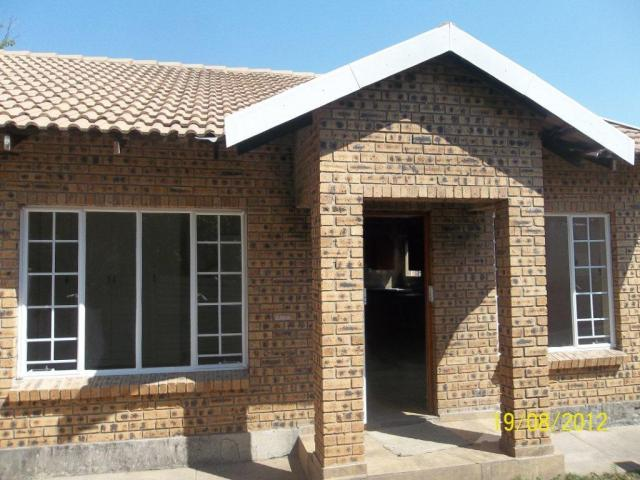 2 Bedroom Simplex for Sale For Sale in Rustenburg - Home Sell - MR093518