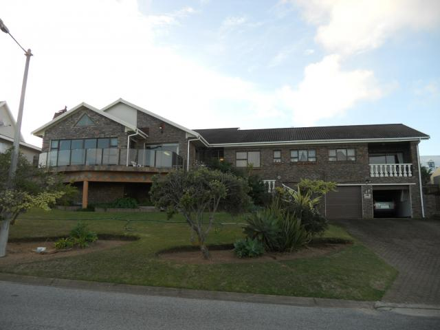 4 Bedroom House For Sale in Mossel Bay - Private Sale - MR093541