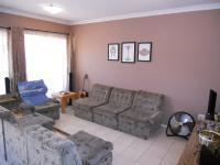 Lounges - 16 square meters of property in Reservior Hills