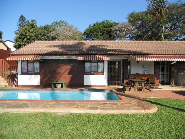 4 Bedroom House for Sale For Sale in Amanzimtoti  - Home Sell - MR093699