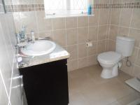 Main Bathroom - 5 square meters of property in Robindale