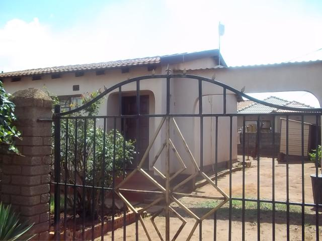 2 Bedroom House for Sale For Sale in Thokoza - Home Sell - MR093805