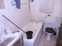 Main Bathroom - 2 square meters of property in Cape Town Centre