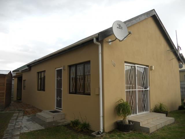 3 Bedroom House for Sale For Sale in Gordons Bay - Private Sale - MR093853