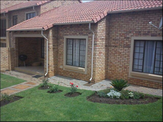 2 Bedroom Simplex for Sale For Sale in Highveld - Home Sell - MR093909