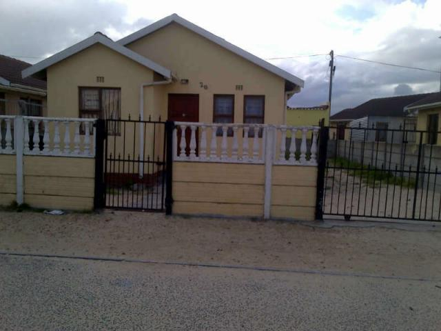 2 Bedroom House For Sale in Khayelitsha - Home Sell - MR093919
