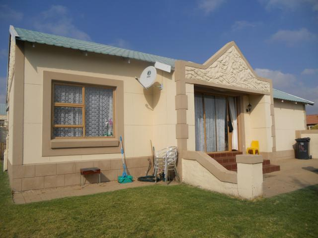 2 Bedroom House For Sale in Radiokop - Home Sell - MR093955
