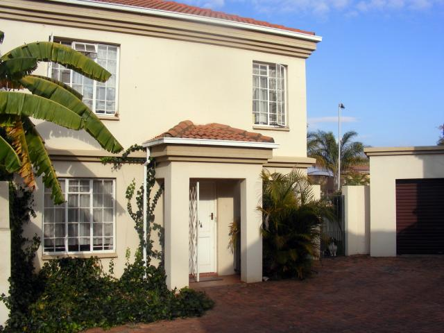 2 Bedroom Duplex for Sale For Sale in Garsfontein - Home Sell - MR093978