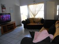 Lounges - 16 square meters of property in Bloubosrand