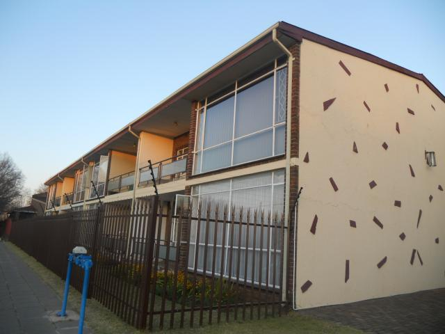 2 Bedroom Apartment for Sale For Sale in Benoni - Home Sell - MR094095