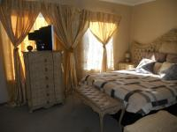 Main Bedroom - 15 square meters of property in Halfway Gardens