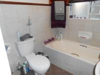 Main Bathroom - 5 square meters of property in Die Hoewes