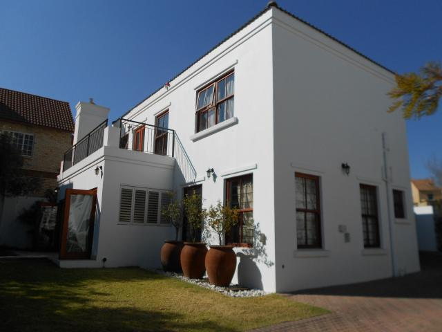 3 Bedroom Cluster for Sale For Sale in Sunninghill - Private Sale - MR094211