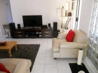Lounges - 20 square meters of property in Kleinbosch