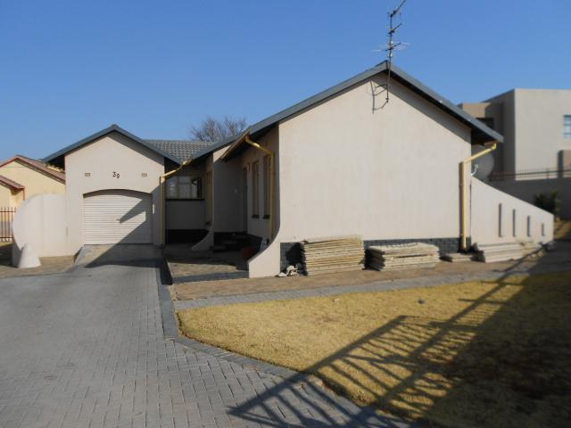 3 Bedroom House for Sale For Sale in Krugersdorp - Private Sale - MR094452