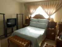 Main Bedroom - 17 square meters of property in Mountain View