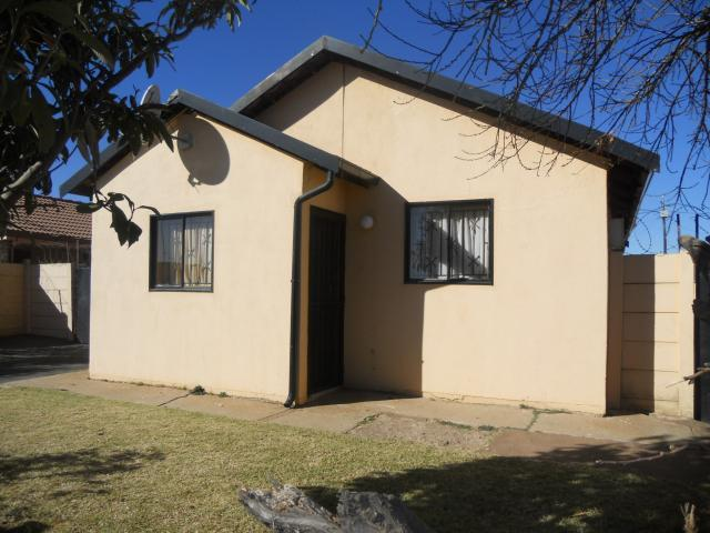 House for Sale For Sale in Lenasia South - Home Sell - MR094545