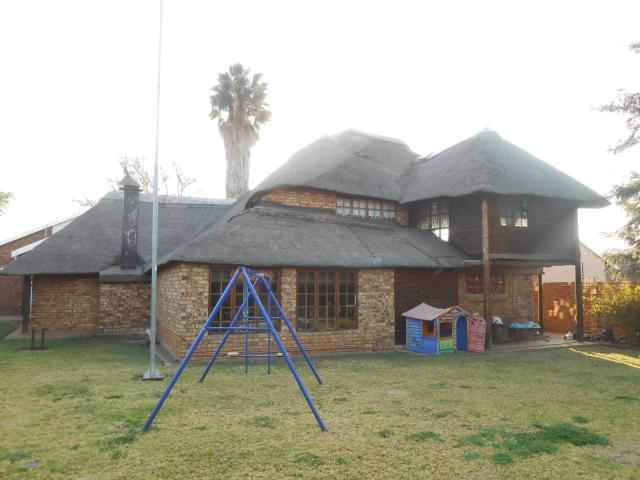 4 Bedroom House For Sale in Doornpoort - Home Sell - MR094656