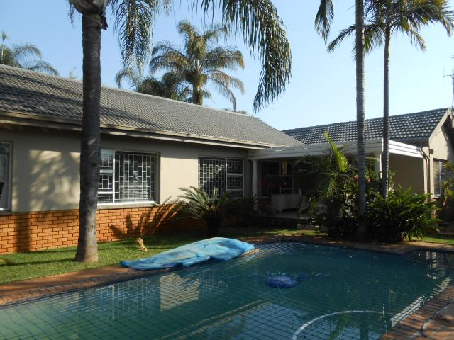 6 Bedroom House For Sale in Magalieskruin - Private Sale - MR094663