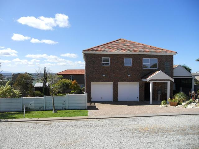 3 Bedroom House For Sale in Stilbaai (Still Bay) - Home Sell - MR094755