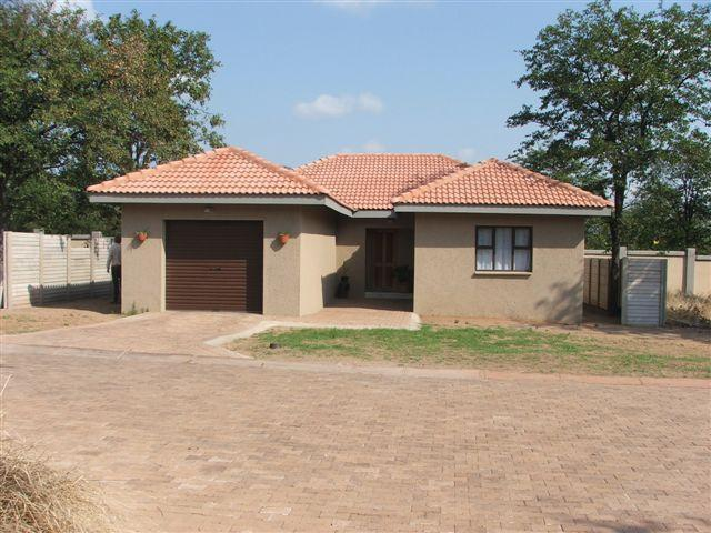 2 Bedroom House For Sale in Phalaborwa - Home Sell - MR094768