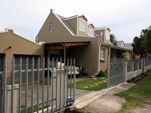3 Bedroom House for Sale For Sale in Humansdorp - Private Sale - MR094822