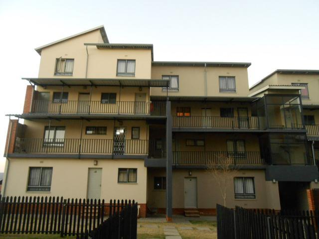 2 Bedroom Sectional Title For Sale in Midrand - Home Sell - MR094829