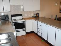 Kitchen - 15 square meters of property in Die Hoewes