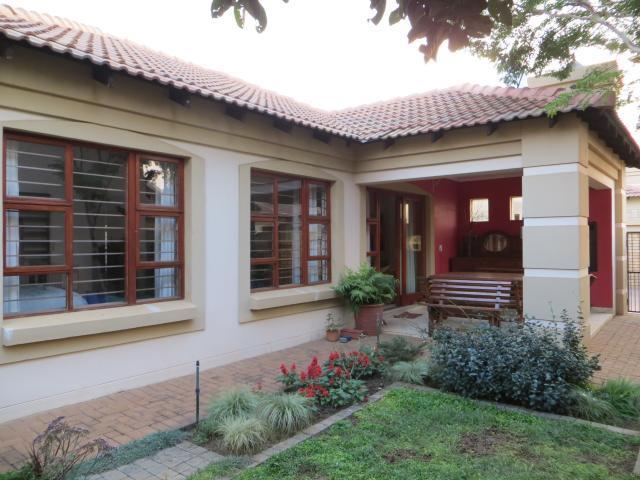 2 Bedroom Simplex for Sale For Sale in Equestria - Private Sale - MR094862