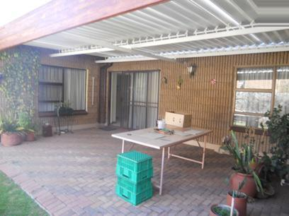 3 Bedroom House For Sale in Roodepoort - Private Sale - MR09490