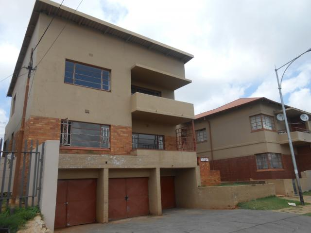 Standard Bank EasySell 2 Bedroom Apartment for Sale For Sale in Luipaardsvlei - MR094948