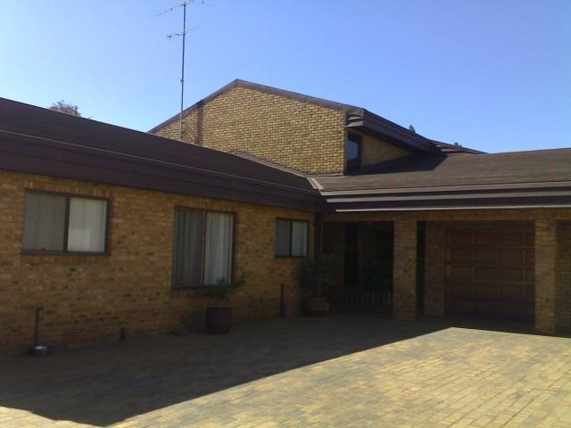 4 Bedroom House for Sale For Sale in Vanderbijlpark - Home Sell - MR094955