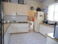 Kitchen - 21 square meters of property in Cyrildene