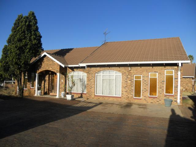 5 Bedroom House for Sale For Sale in Kempton Park - Private Sale - MR095023