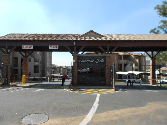 2 Bedroom Sectional Title For Sale in Meredale - Private Sale - MR095031