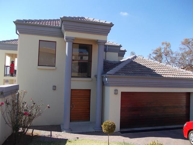 4 Bedroom House for Sale For Sale in Centurion Central (Verwoerdburg Stad) - Home Sell - MR095038