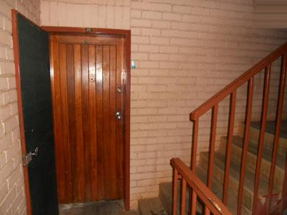 2 Bedroom Apartment For Sale in Kempton Park - Home Sell - MR09508