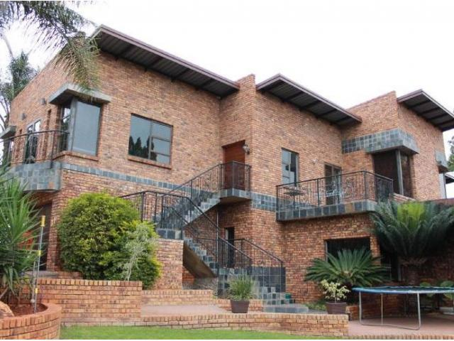 5 Bedroom House For Sale in Zwartkop - Home Sell - MR095109