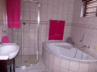 Bathroom 1 - 10 square meters of property in Zwartkop
