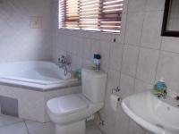 Bathroom 2 - 15 square meters of property in Zwartkop