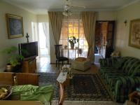 Lounges - 16 square meters of property in Bergbron
