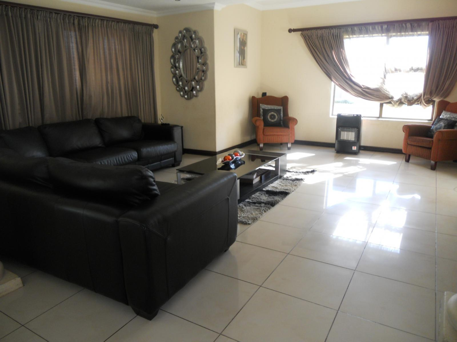 Lounges - 42 square meters of property in Brakpan