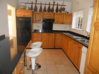 Kitchen - 16 square meters of property in Randparkrif