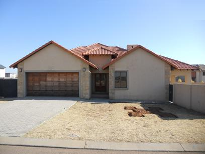 Standard Bank Mandated 3 Bedroom House on online auction in Silver Lakes Golf Estate - MR09516
