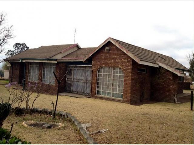 Standard Bank EasySell 3 Bedroom House For Sale in Ermelo - MR095168
